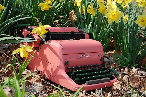 pink-typewriter-vintage-royal-daffodils
